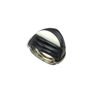 Ασημένιο δαχτυλίδι με όνυχα
