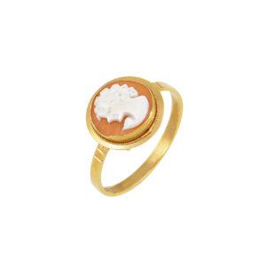 Γυναικείο δαχτυλίδι για ρομαντικές ψυχές. Έχει στρογγυλό σκαλιστό καμέο που απεικονίζει γυναικεία φιγούρα