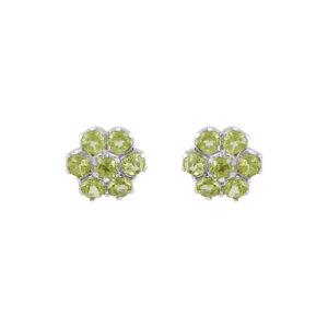 Ασημένια σκουλαρίκια σε σχήμα λουλουδιού με 7 γνήσιες πέτρες peridot. Στέκεται στον λοβό του αυτιού με κούμπωμα βελόνας - πεταλούδας.