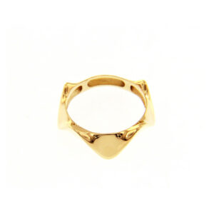 Χρυσό δαχτυλίδι 14Κ σε μορφή στέμματος. Ένα κομψό δαχτυλίδι που μπορεί να φορεθεί και στον δείκτη και να ομορφύνει τις εμφανίσεις σας.