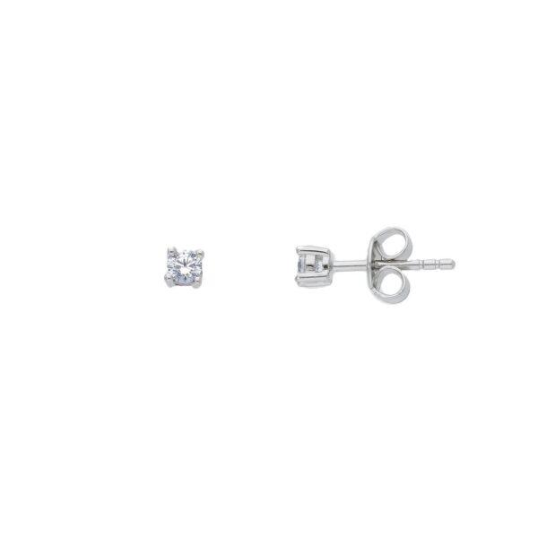 Ασημένια μονόπετρα σκουλαρίκια με ζιργκόν διαμέτρου 3 mm και τετράγωνο καστόνι. Ένα κλασικό μονόπετρο σκουλαρίκι ιδανικό για να φορεθεί όλες τις ώρες.